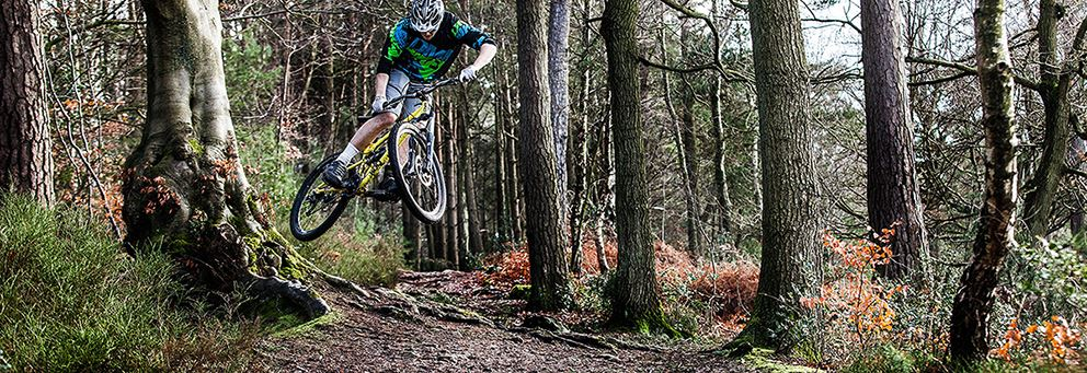 Olly Wilkins riding with DMR Vault mg superlight pedals